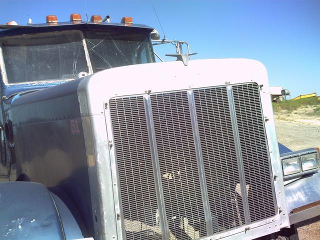 Image PETERBUILT Parts Truck 326137
