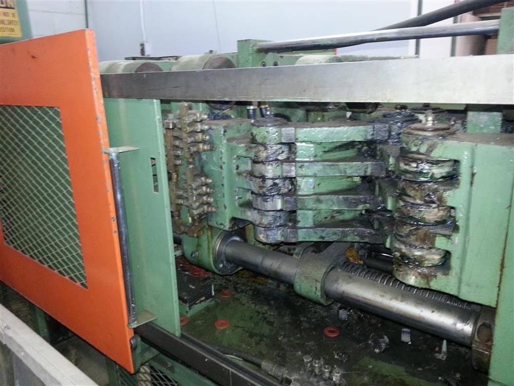 Image 70 Ton KAWAGUCHI Injection Molding Machine 430421