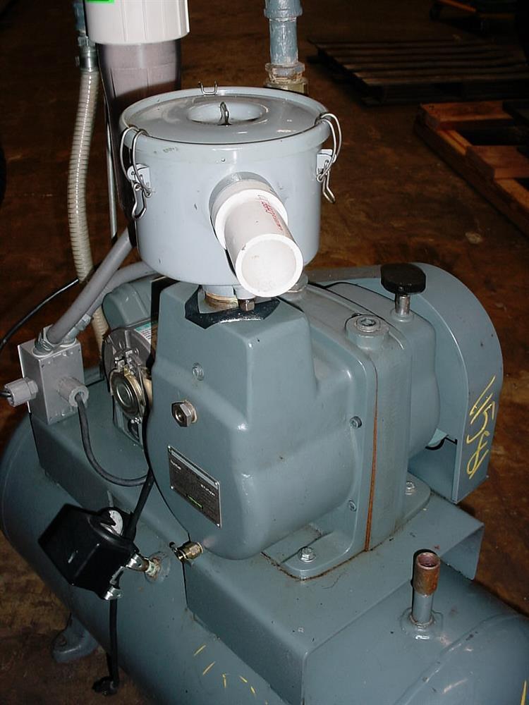 Image 1 HP HYVAC Tank Mounted Vacuum Pump 751633