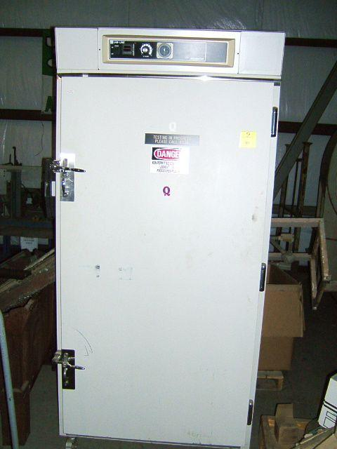 LAB-LINE Large Capacity Reach In Incubator 319XR