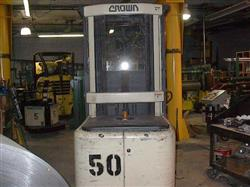 Image CROWN Electric Picker w/Charger, Cap. 3000 lbs 336575