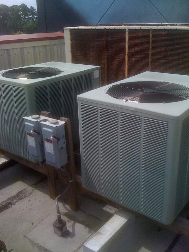 12.5 Ton AQUA PRODUCTS Chiller with Rheem Condensing Units