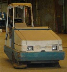 144058 - TENNANT Industrial Production Floor Vacuum Sweeper