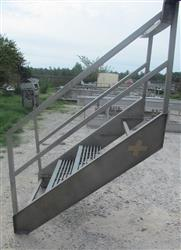 145568 - 3'W Five Flight Stainless Staircase