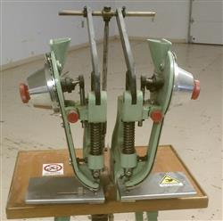 158591 - ALSA PEZZALI Pneumatic Riveting Eyelet Machine