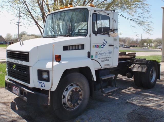 1993 MACK Mid-Liner Semi Tractor