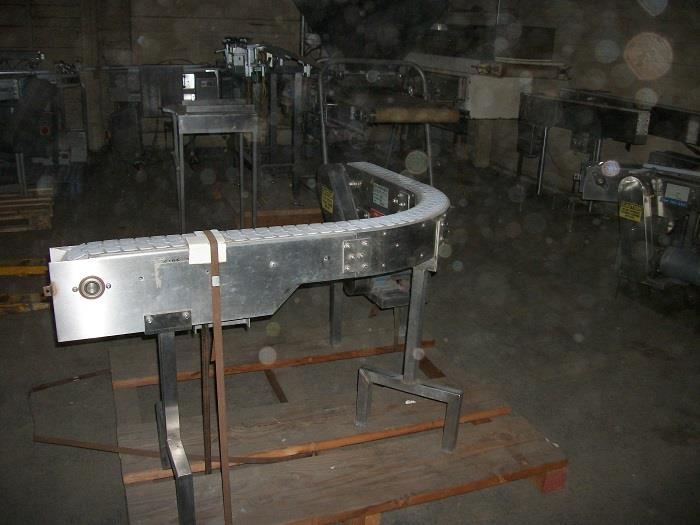 Image 90 Degree Turn Plastic Link Belt Conveyor 726524