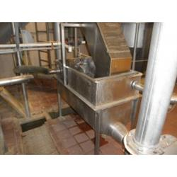 215569 - 20 CF Stainless Steel Hopper