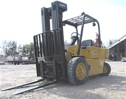 221861 - 1984 CATERPILLAR 6000 LB LPG Forklift - Model VC60D
