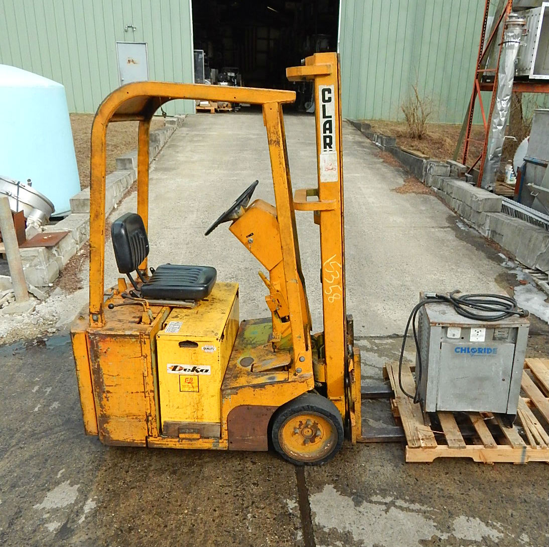 Image CLARK EQUIPMENT Electric Three Wheel Fork Lift 680925