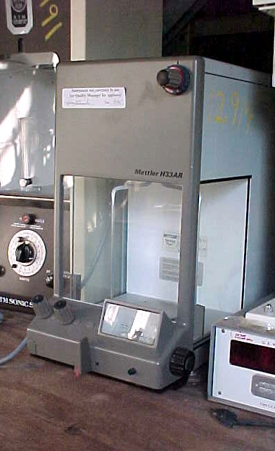 Image METTLER  Enclosed Precision Lab Scale 681112