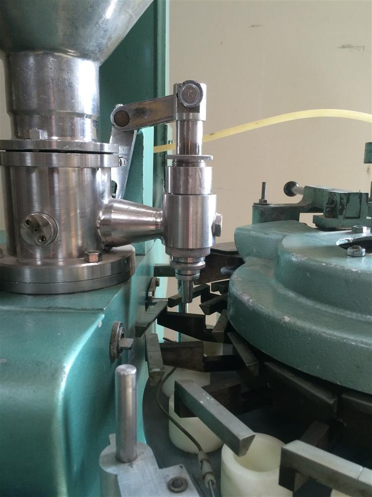 Image 16 Station KALIX DUPUY KX-14 Cream Filler / Sealer for Plastic Bottles 681652