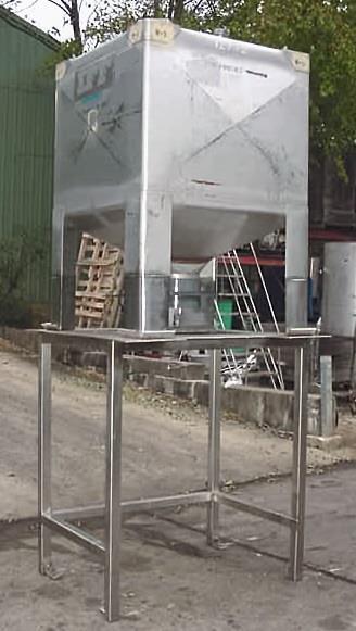 Image 300 Gallon MUELLER Liquid Tote 754651
