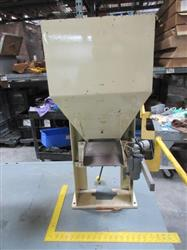 236108 - 17In X 12In Vibratory Hopper Parts Feeder