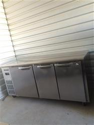 255302 - EVEREST 3 Door Refrigerator/Freezer