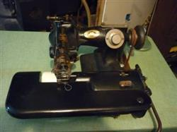 257973 - UNITED STATES BLINDSTITCH Industrial Sewing Machine - 518-1 Mechanical