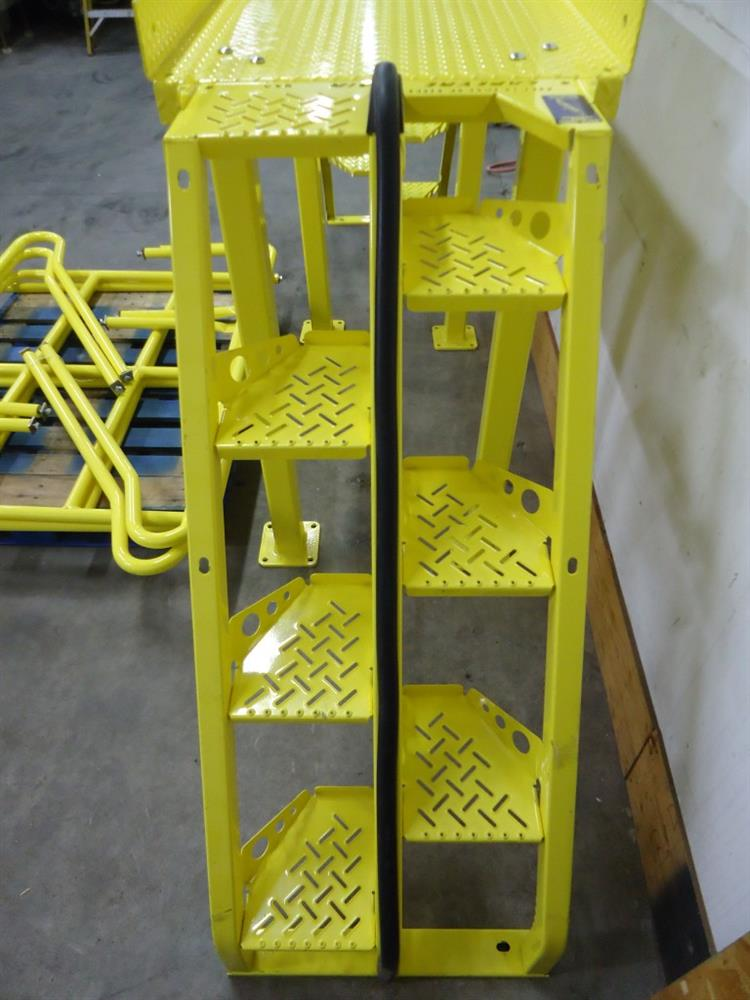 Crossover Stairs 858674; Image LAPEYRE STAIRS INC.