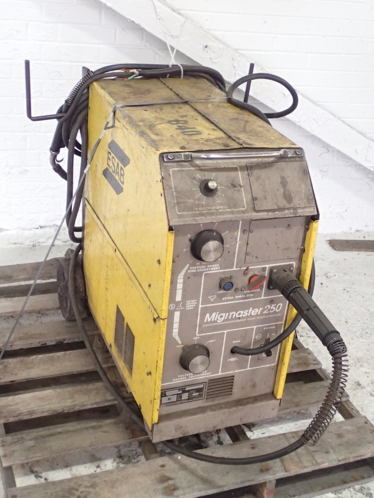 ESAB MIGMASTER 250 Weld 285966 For Sale Used N A