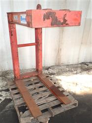 286084 - BUSHMAN 900 Manual Pallet Lifter