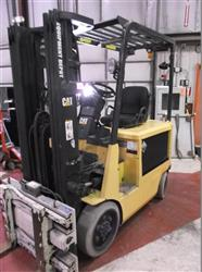 290064 - CATERPILLAR 2EC25E Battery Electric Forklift - Low Hours, 4000 Pound