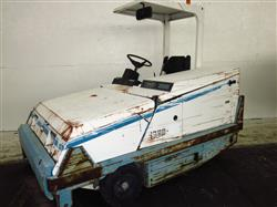 304823 - TENNANT 365 Floor Sweeper