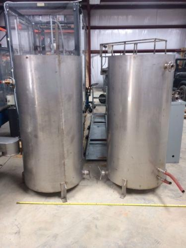 Image 150 Gallon Vertical Tanks with Lids - Stainless Steel 961532