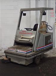 305804 - CLARKE 576-424 Propane Floor Sweeper