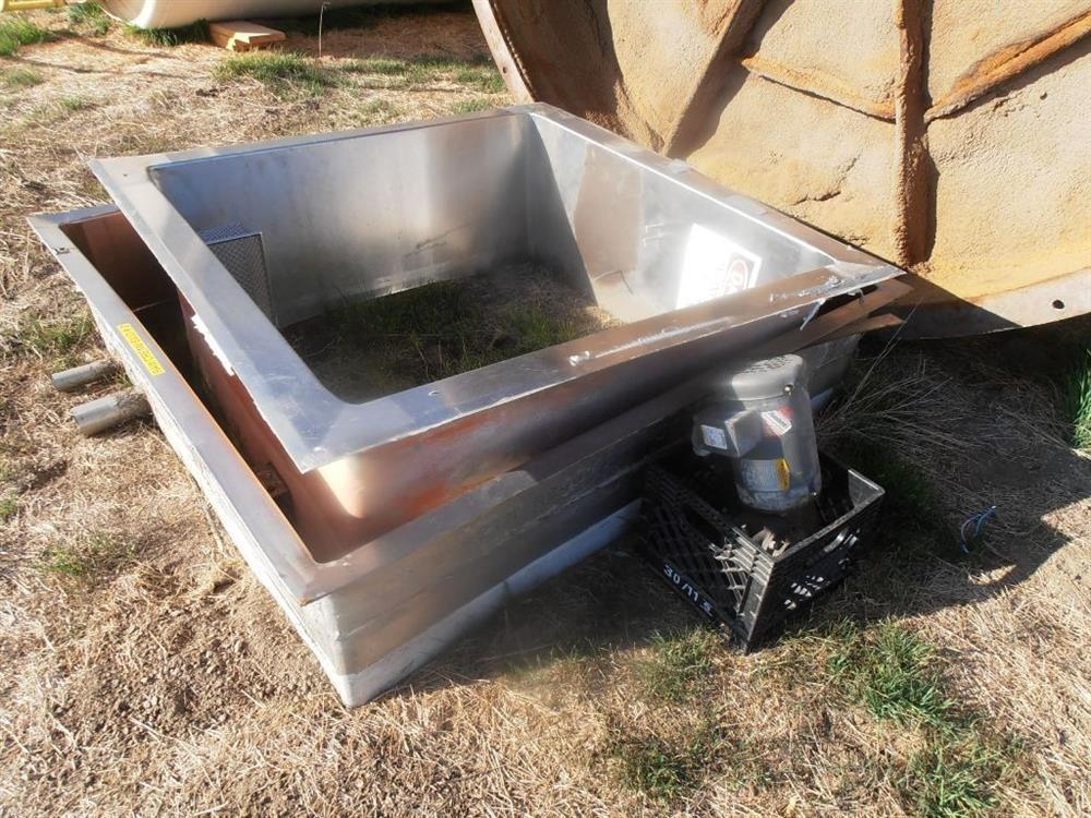 Image 8000 Gallon Dairy Silo 1378418