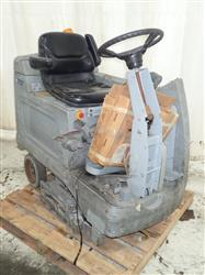 316287 - ADVANCE HR 2800 Electric Floor Scrubber