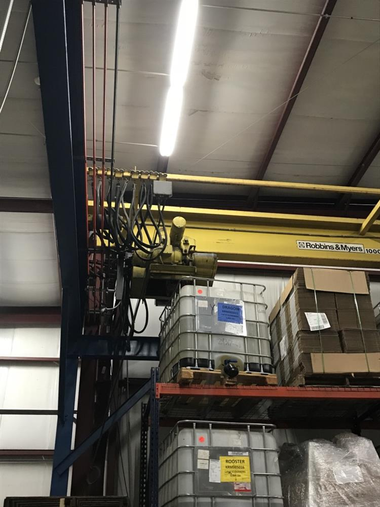 Image R AND M Electric Hoist with Frame 1024536