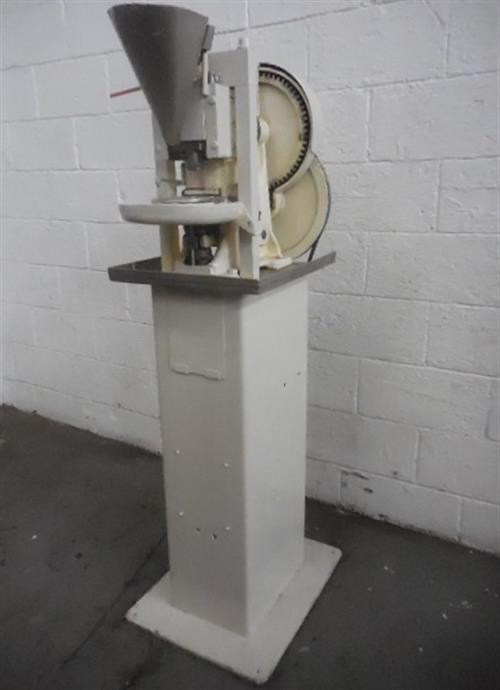 Image COLTON Single Punch Tablet Press 1057774