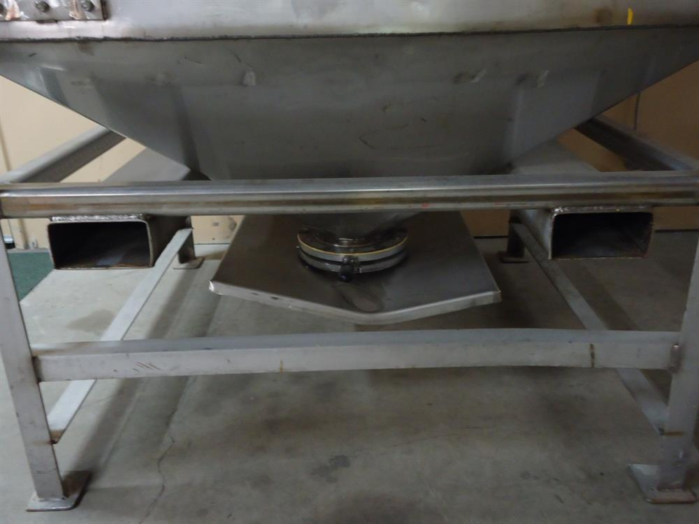 Image Vertical Powder Hoppers / Totes 1297864