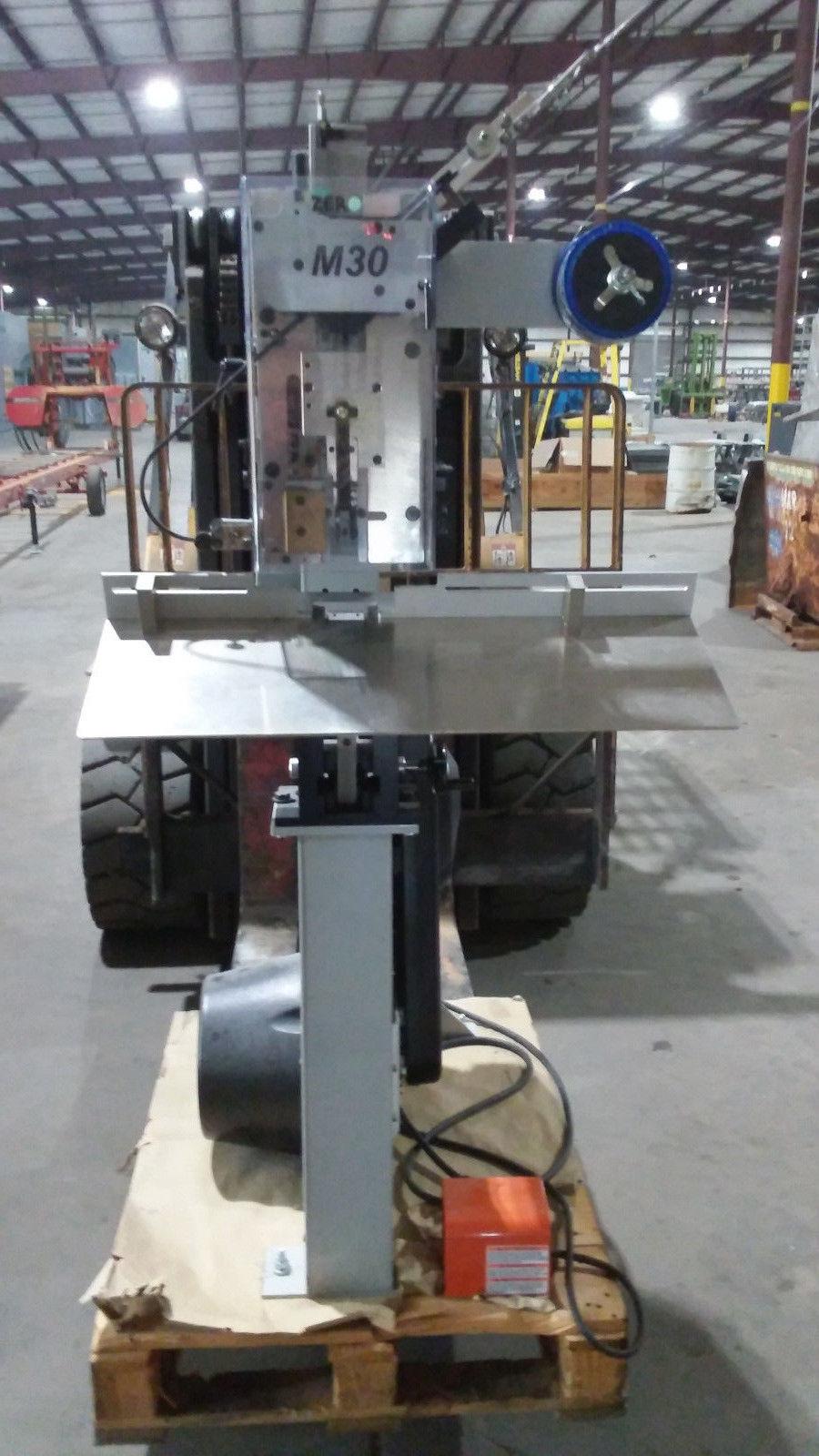 Image DELUXE M30 Stitching Machine  1312304
