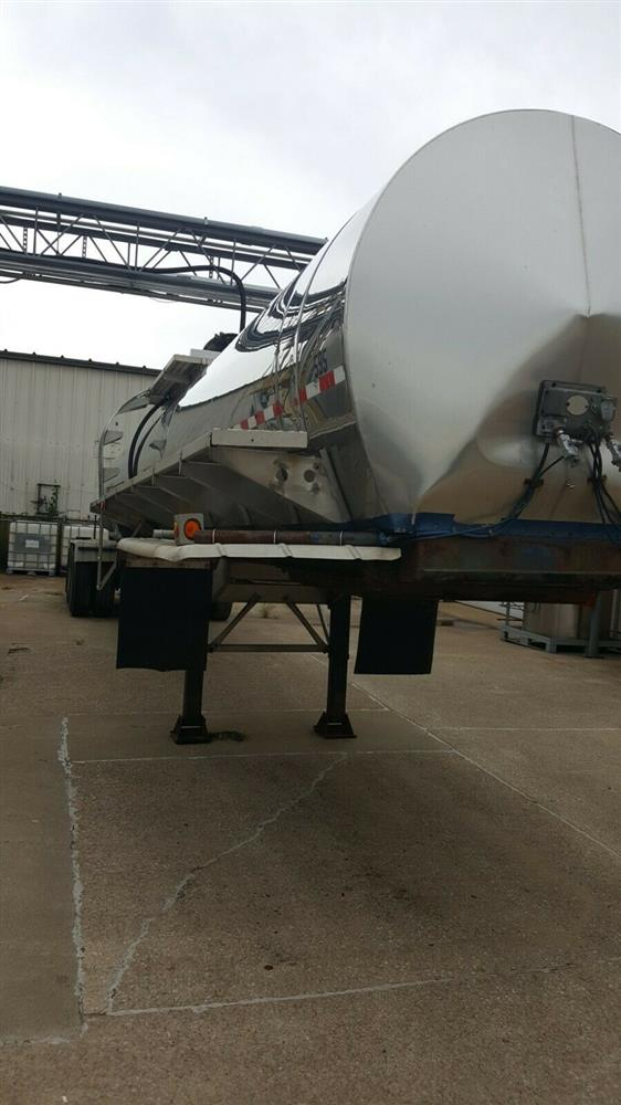 Image 5000 Gallon STAINLESS TANK & EQUIPMENT Insulated Chemical / Fuel Tank Trailer 1385447