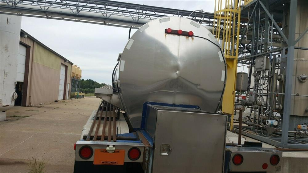 Image 5000 Gallon STAINLESS TANK & EQUIPMENT Insulated Chemical / Fuel Tank Trailer 1385450