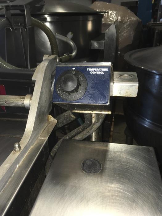 Image 40 Gallon GROEN BPM 40G Tilting Braising Pan Skillet - 2in Tangent Draw Valve 1406266