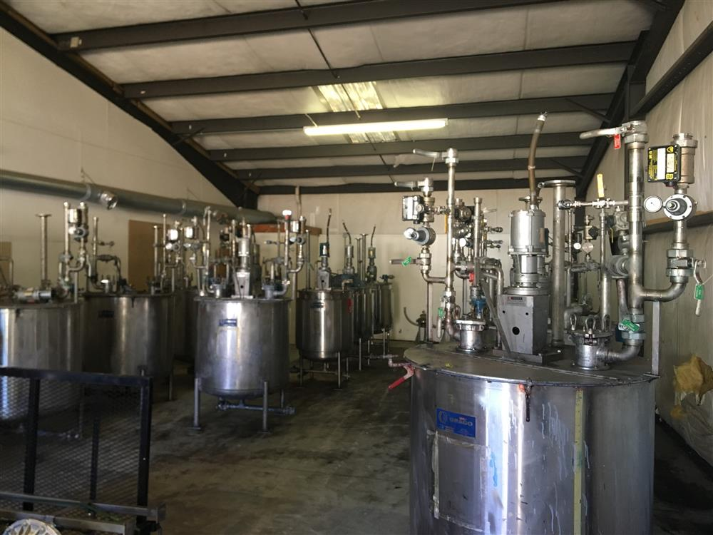 Image Agitated Stainless Steel Tanks with GRACO Agitators 1440775