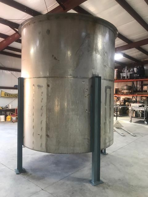 Image 3400 Gallon Open Top Mixing Tank Dish with 3 Inch Bottom Center Drain - Stainless Steel 1475019