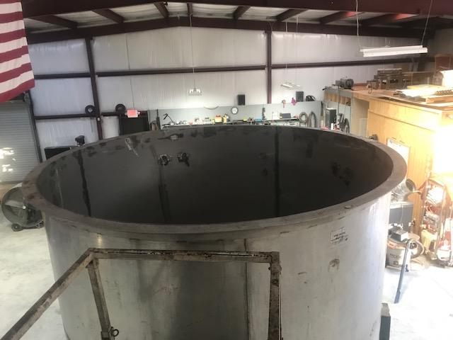 Image 3400 Gallon Open Top Mixing Tank Dish with 3 Inch Bottom Center Drain - Stainless Steel 1475022
