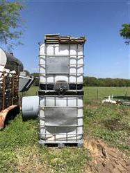 Image 250 Gallon IBC Tote Tanks 1476367