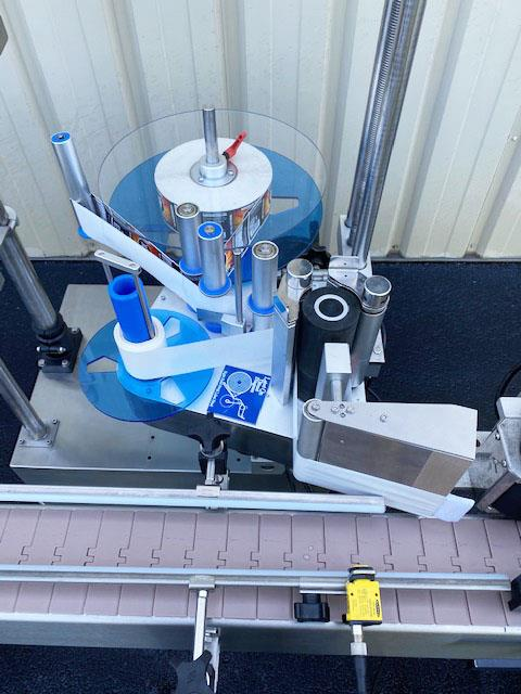 Image LABELON Pressure Sensitive Wipe-On Labeler with Wrap Station and Conveyor 1495614