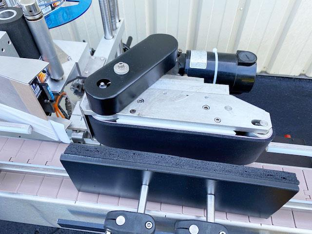 Image LABELON Pressure Sensitive Wipe-On Labeler with Wrap Station and Conveyor 1495615