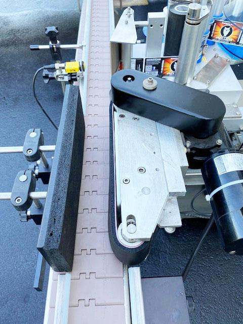 Image LABELON Pressure Sensitive Wipe-On Labeler with Wrap Station and Conveyor 1495616