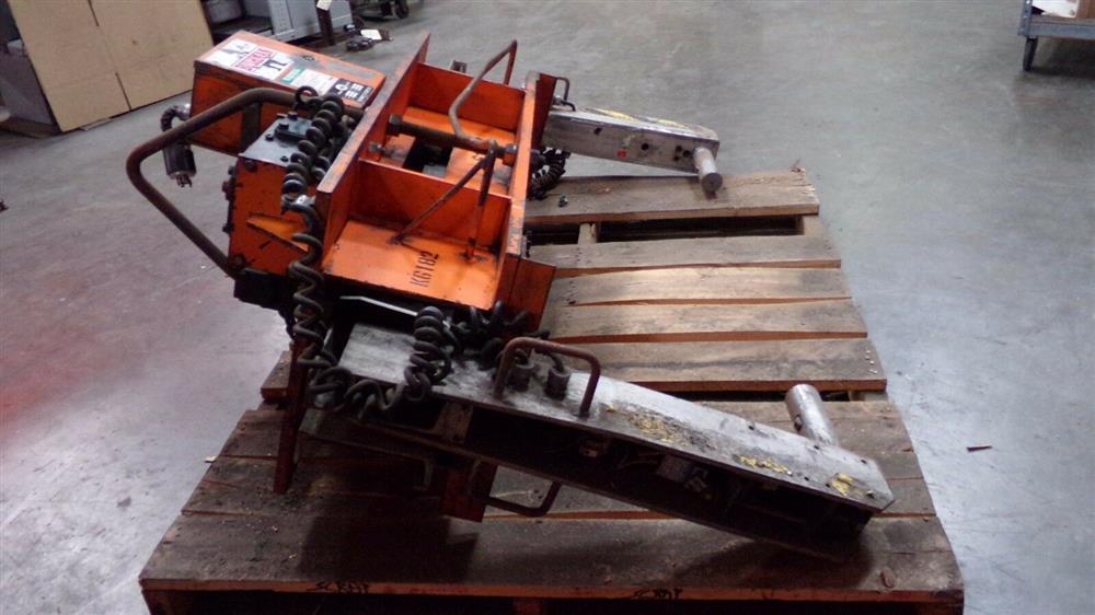 Image BUSHMAN M5066 Motorized Roll Lifter - 4000 Lb. Capacity 1501092