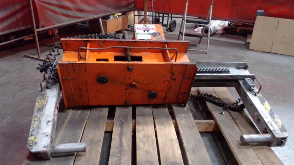 Image BUSHMAN M5066 Motorized Roll Lifter - 4000 Lb. Capacity 1501094