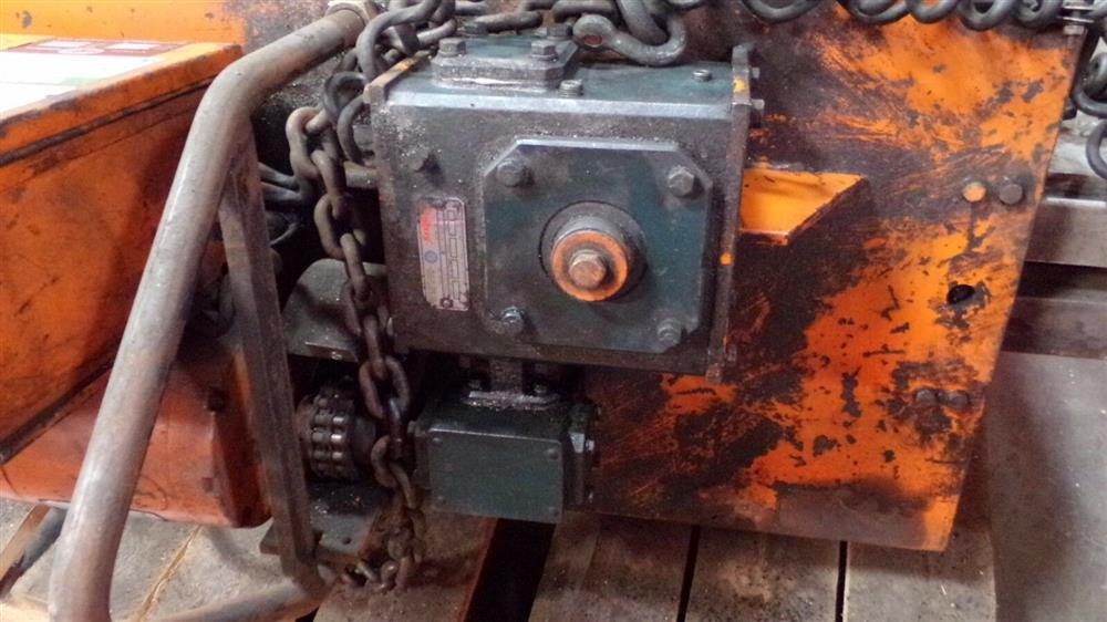 Image BUSHMAN M5066 Motorized Roll Lifter - 4000 Lb. Capacity 1501097