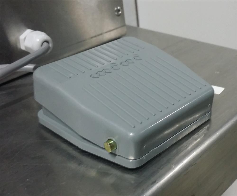 Image Semi-Automatic Pneumatic Piston Liquid or Paste Filling Machine 1501282