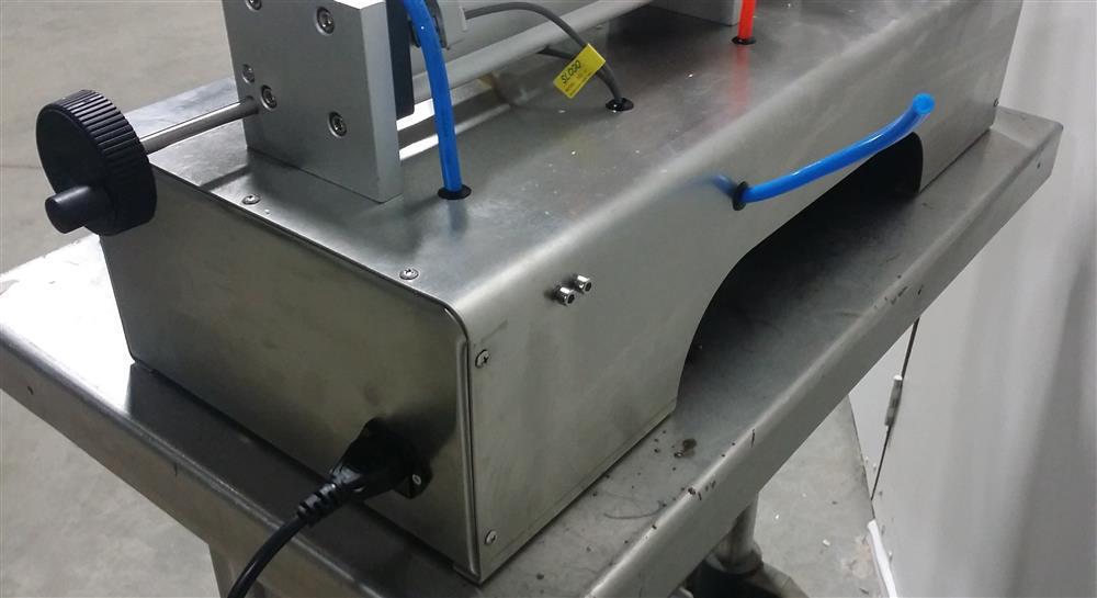 Image Semi-Automatic Pneumatic Piston Liquid or Paste Filling Machine 1501291